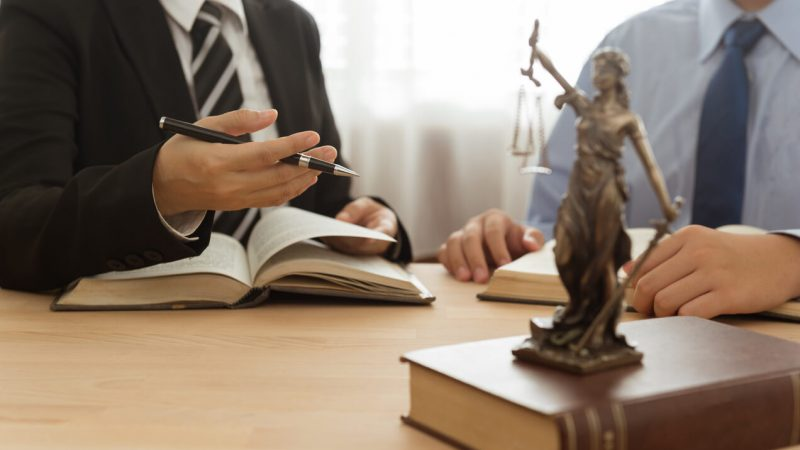 Importance of hiring a commercial litigation lawyer